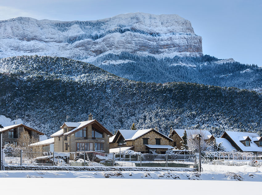 Winter - Hotel and Mountain Oroel